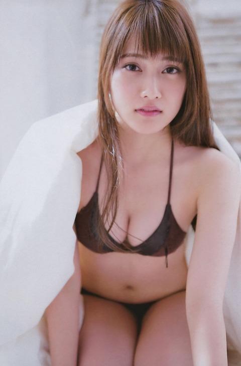 入山杏奈の大人っぽいセクシー水着画像